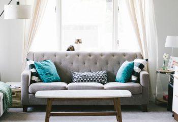 Salon z sofa